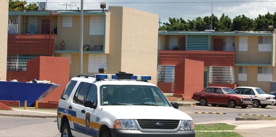 Drogas Ponce arresta 10 por drogas y armas en residencial Gandara de Ponce