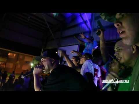 Kendo Kaponi en actividad con gatilleros en la tarima (Vea el Video)