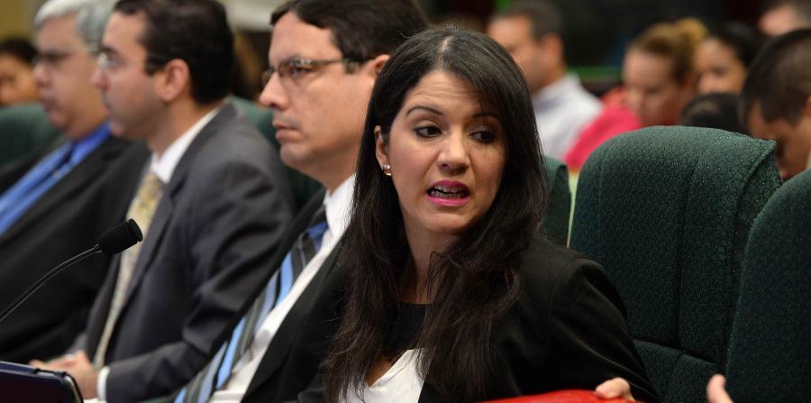 Sally López pide permiso para viajar de vacaciones