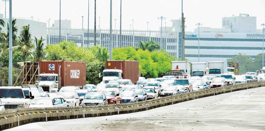 Cierran dos carriles en autopista de Caguas por accidente