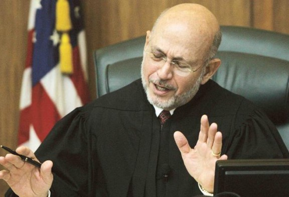 Culpable abogado por interferir con testigo para que no declarara contra su cliente