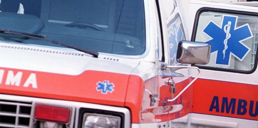 Muere conductor tras impactar valla en la PR-22