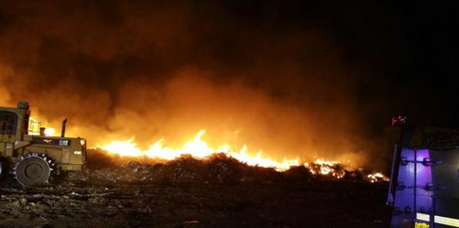 Se desata incendio en vertedero de Vega Baja