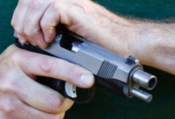 En condición de cuidado hombre que manipulaba arma de fuego
