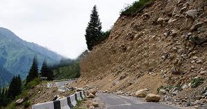 Tubo roto provoca derrumbe en carretera de Canóvanas