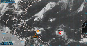 Caza huracanes halla vientos de tormenta en fuerte onda tropical