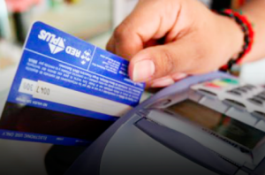 Policia Municipal de Toa Alta arresta mujer por retirar dinero con tarjeta de credito robada