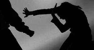 Radican cargos por ausencia a sujeto que agredió en el rostro a su pareja