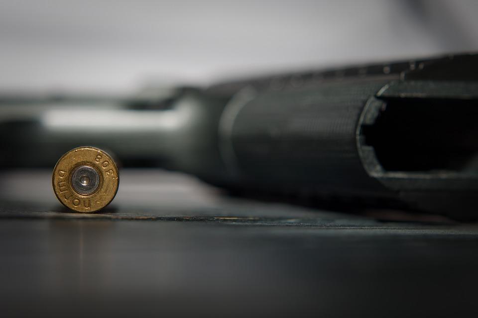 Estable hombre herido de bala en negocio en Caguas