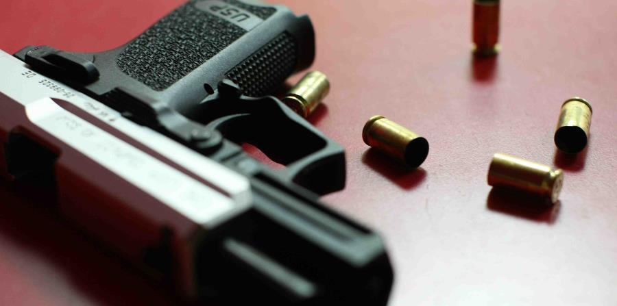 Arrestan a ocho individuos por drogas y armas