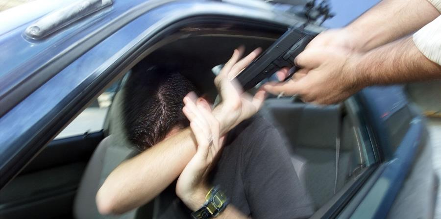Hombre es herido de bala en medio de carjaking en Bayamón