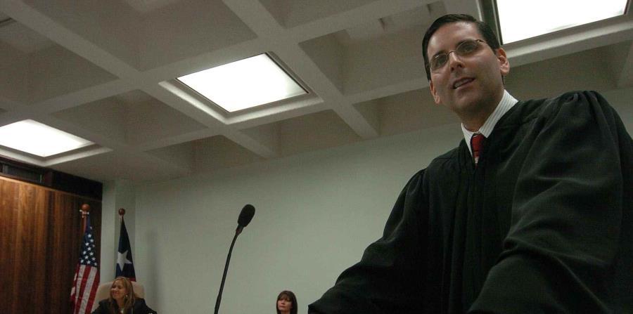Juez federal se inserta en controversia por ausentismos en la Policía