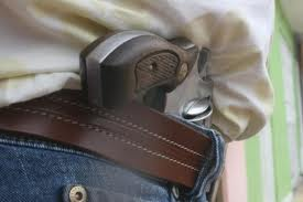 Individuo agrede a guardia y lo desarma en un almacén de Río Grande