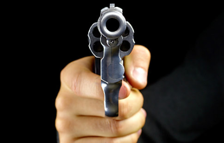 Resultado de imagen para apuntar con pistola