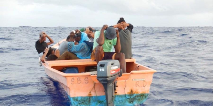 Repatrian a 12 indocumentados dominicanos que trataron llegar ilegal