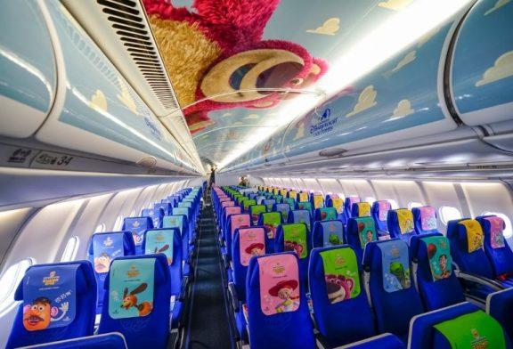 """Viaja al """"infinito y mas allá"""" con el avión temático de Toy Story"""