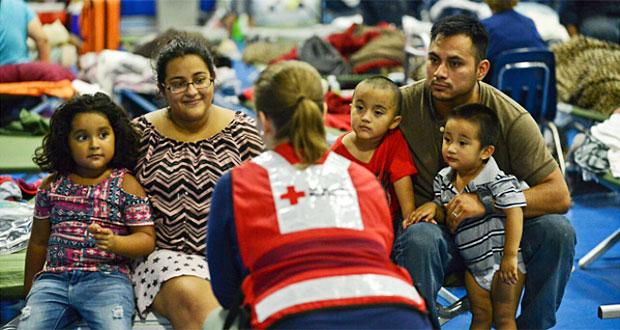 Se iluminan de rojo por más de 2,200 voluntarios en el Día Mundial de la Cruz Roja